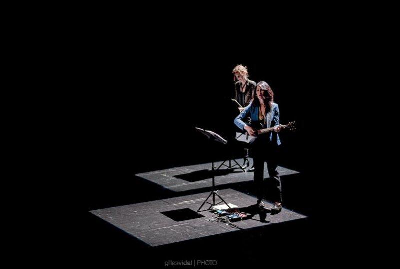 La Grande Sophie et Delphine de Vigan - Crédit : Gilles Vidal